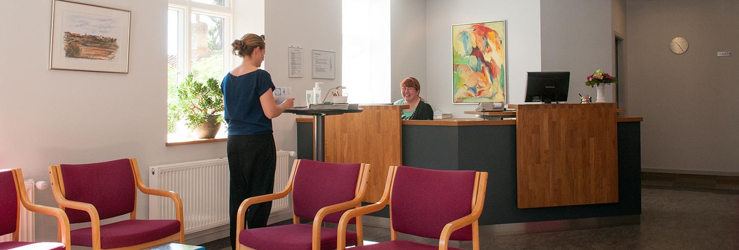 receptionen på klinikken - første besøg
